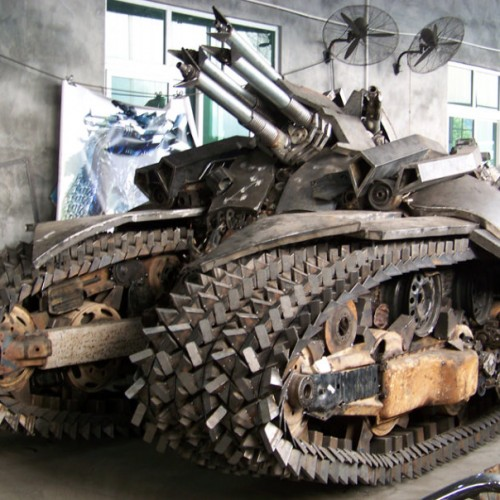 China Does it Again! Man Builds His Own Megatron Tank