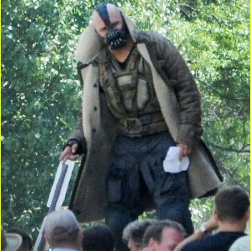 'The Dark Knight Rises' Set Footage and Set Photos Featuring a Good Look at Bane's Outfit