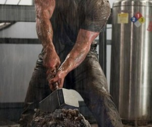 thor-movie-images-of-the-legendary-hammer_468