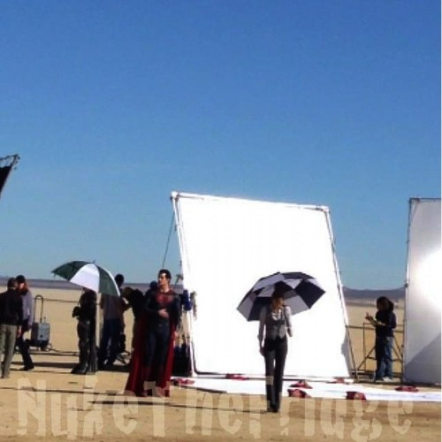 Set photo of Amy Adams as Lois Lane and Man of Steel major plot spoiler inside