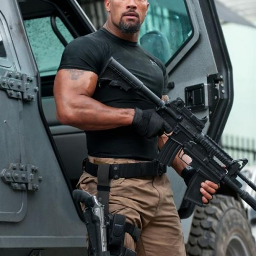 "Dwayne ""The Rock"" Johnson stops burglary on the set of Fast Six"
