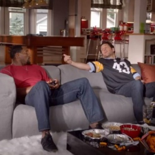 Paul Rudd and Ray Lewis battle it out Madden-style!