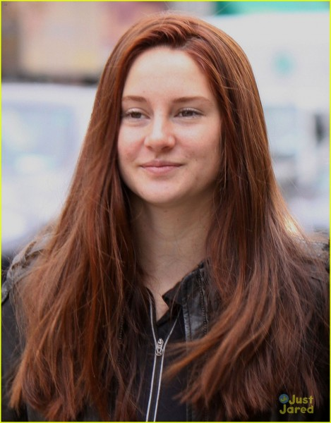 shailene-woodley-red-hair-for-amazing-spider-man-2-filming-04