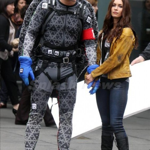 Megan Fox as April and Alan Ritchson as Raphael on the TMNT set