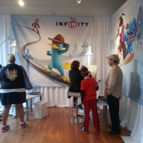 Disney Infinity at SDCC 2013: Collecting figures and playing as Disney characters