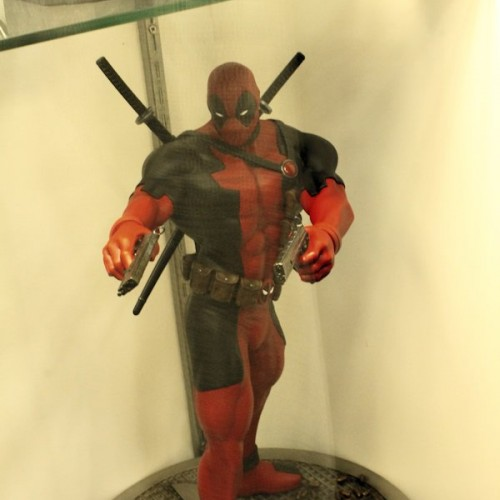 Dante vs. Deadpool statues coming