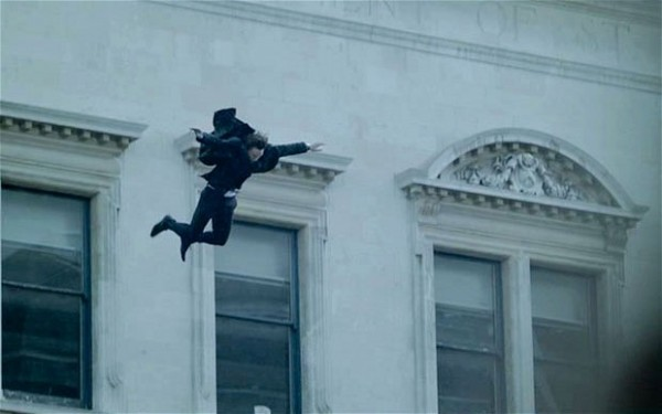 just-how-does-sherlock-survive-fall-from-st-barts-rooftop