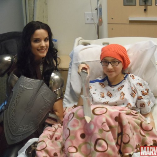 Thor's Jamie Alexander visits children hospital as Lady Sif