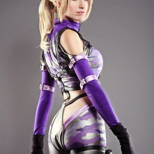 Cosplay: Nebulaluben as Tekken's Nina Williams