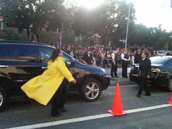 View_From_Limo_Arriving_2014_SAG_Awards_Giovanni_Roselli