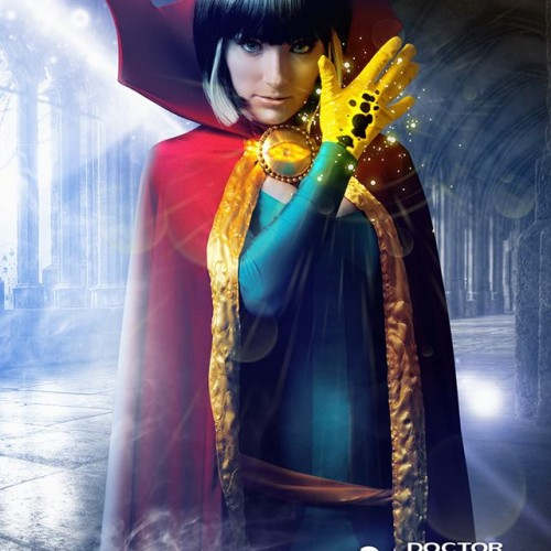 Cosplay: Doctor Strange uses magic and becomes female