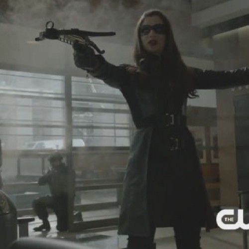 New clip for Arrow's 'Birds of Prey' episode