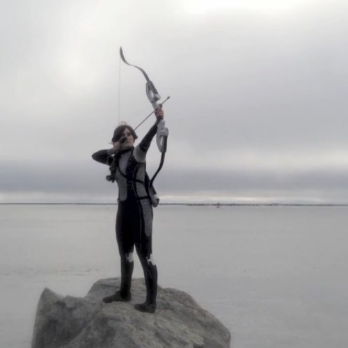 Cosplayer/musician covers Coldplay's Atlas as Katniss (music video)