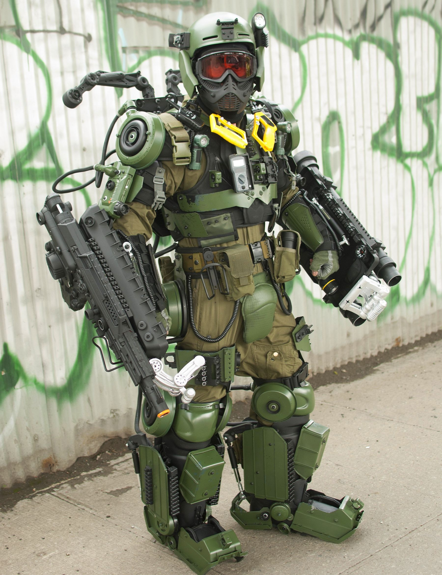 Exo suit cosplay inspired by Edge of Tomorrow - Nerd Reactor Military Exosuit