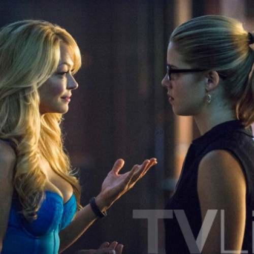 Felicity Smoak's mom is looking smoakin' on Arrow