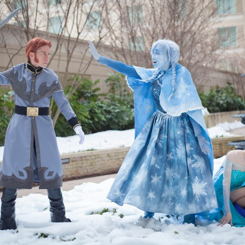 Frozen cosplay captures emotional scene perfectly