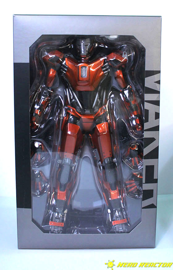 Hot Toys Sideshow Iron Man Peacemaker - 02