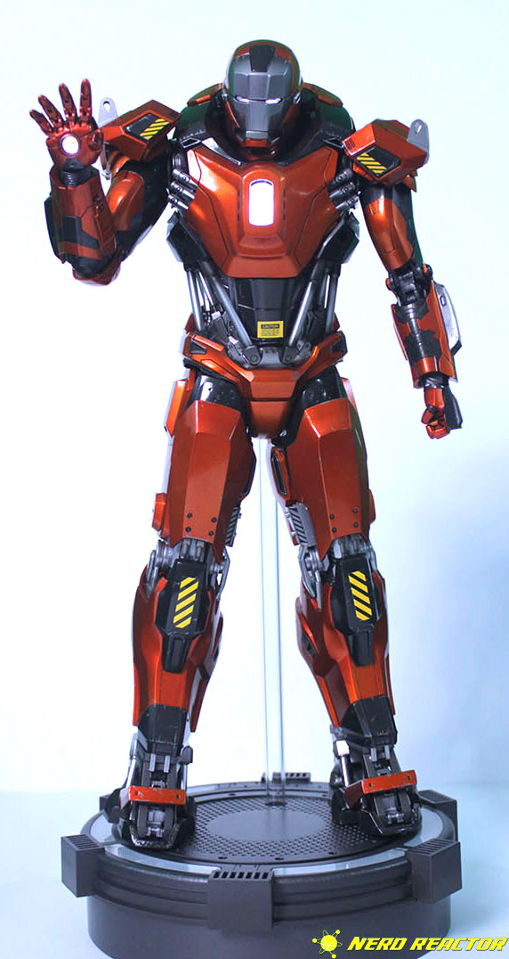 Hot Toys Sideshow Iron Man Peacemaker - 03
