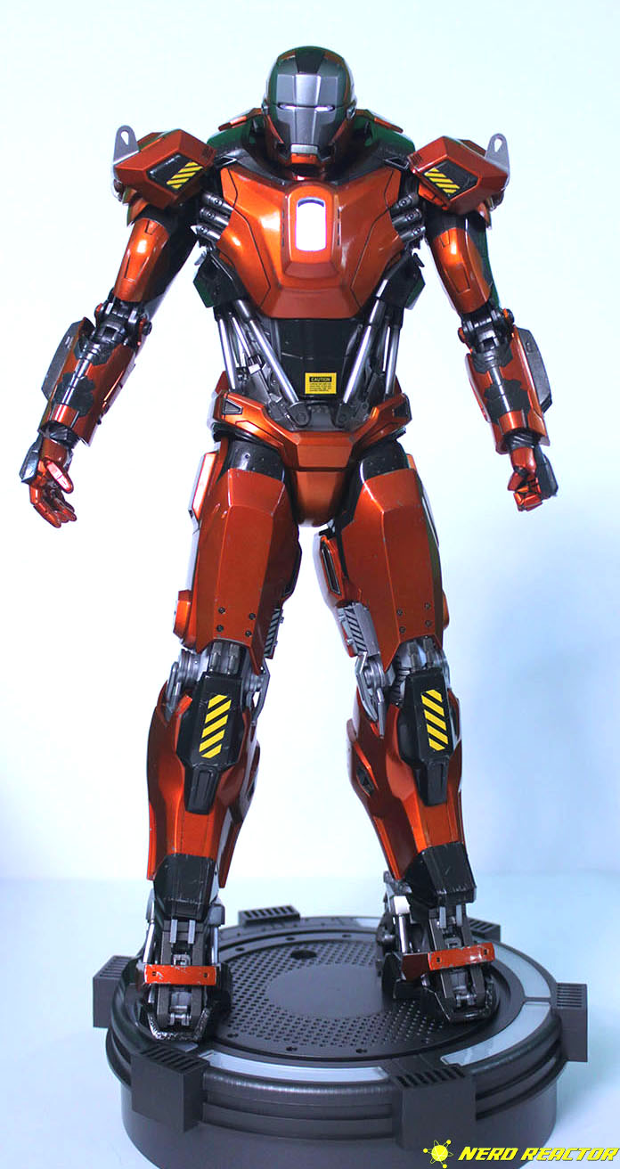 Hot Toys Sideshow Iron Man Peacemaker - 04