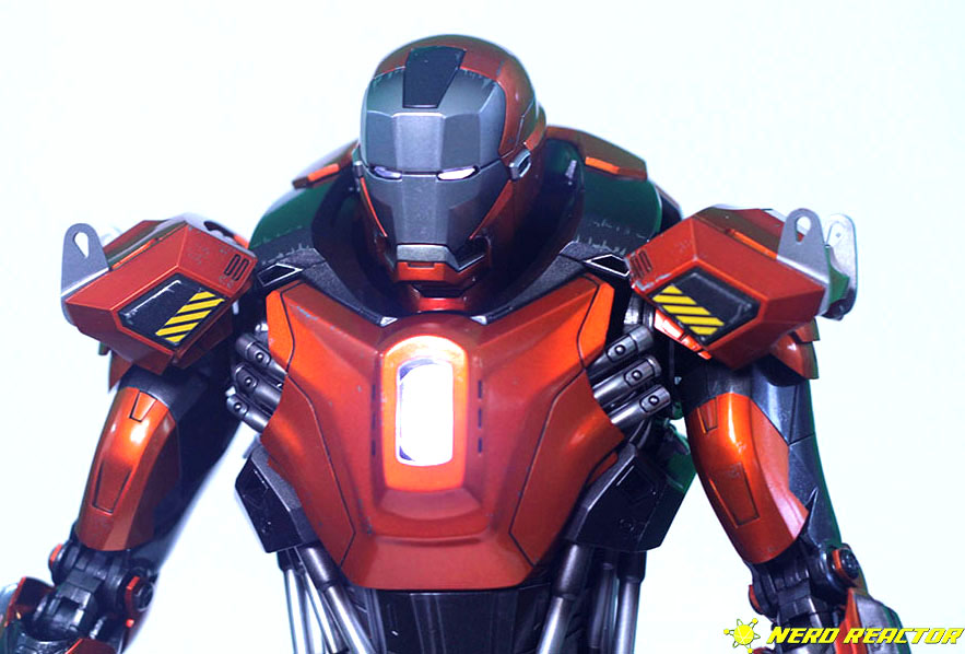 Hot Toys Sideshow Iron Man Peacemaker - 10