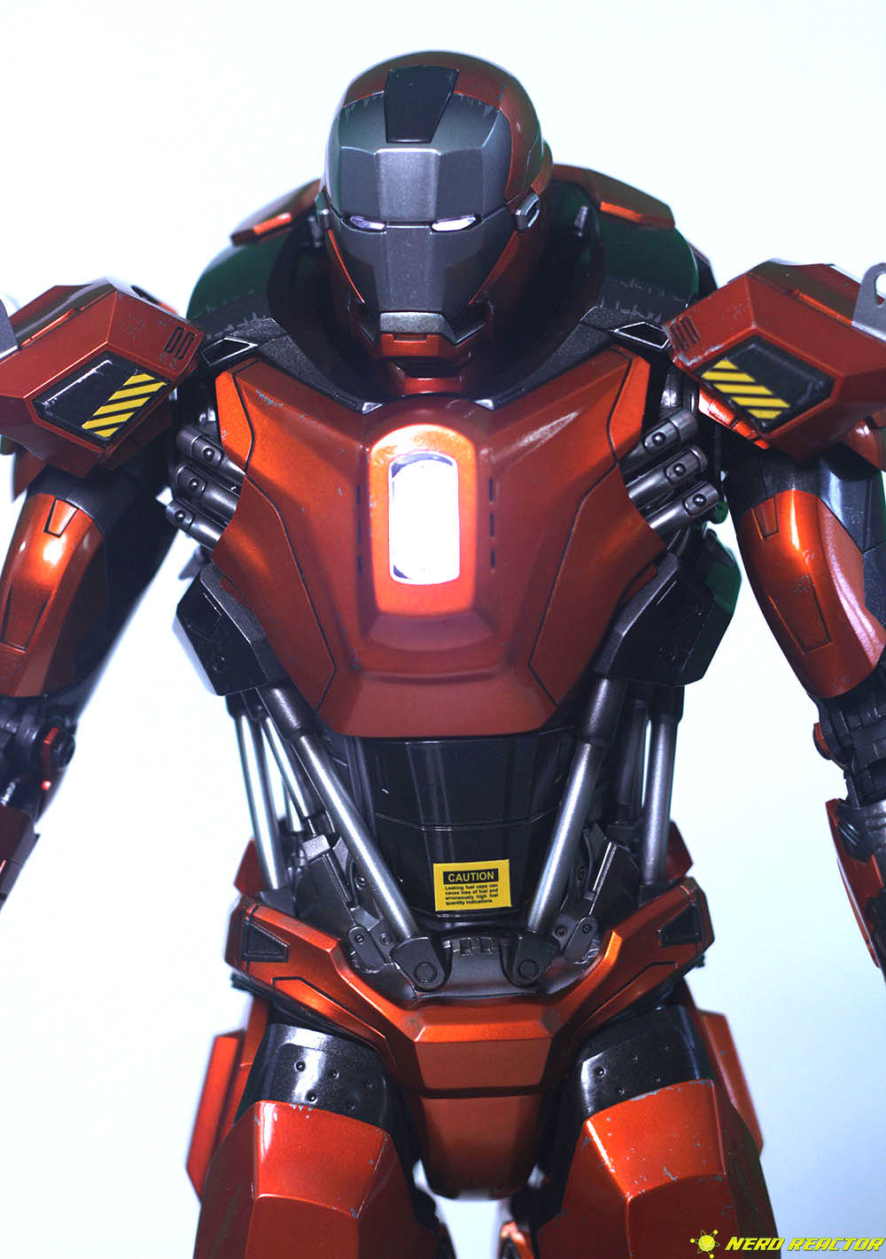 Hot Toys Sideshow Iron Man Peacemaker - 11