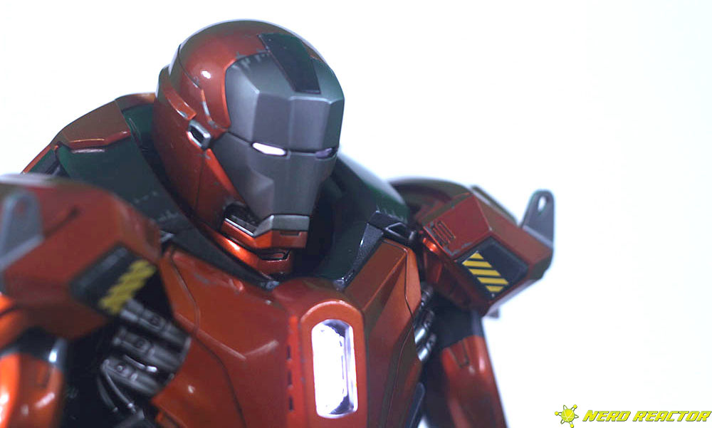 Hot Toys Sideshow Iron Man Peacemaker - 16