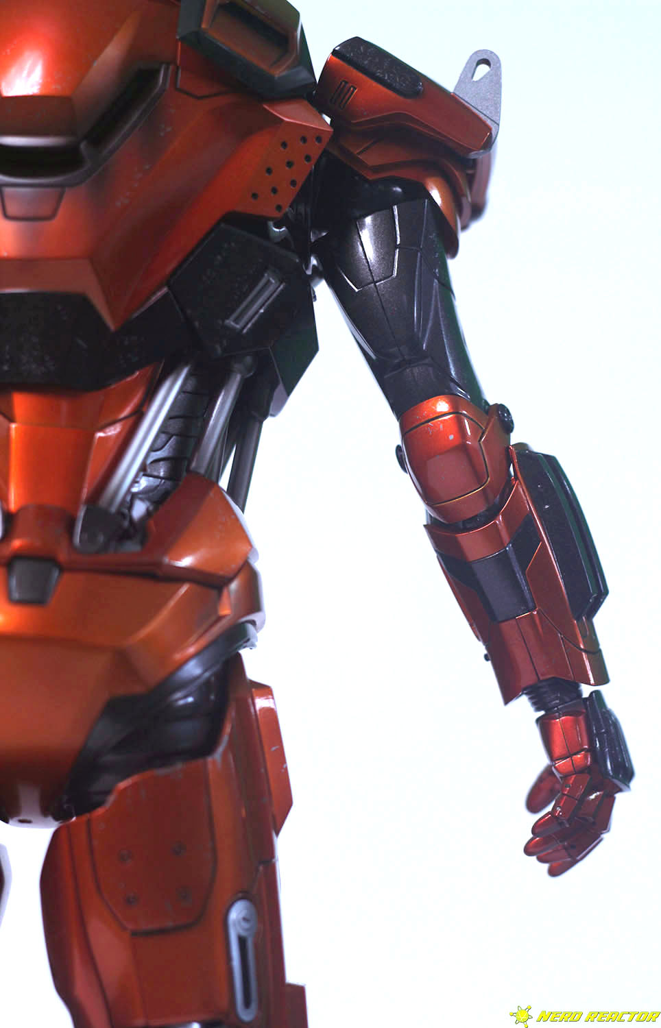 Hot Toys Sideshow Iron Man Peacemaker - 18