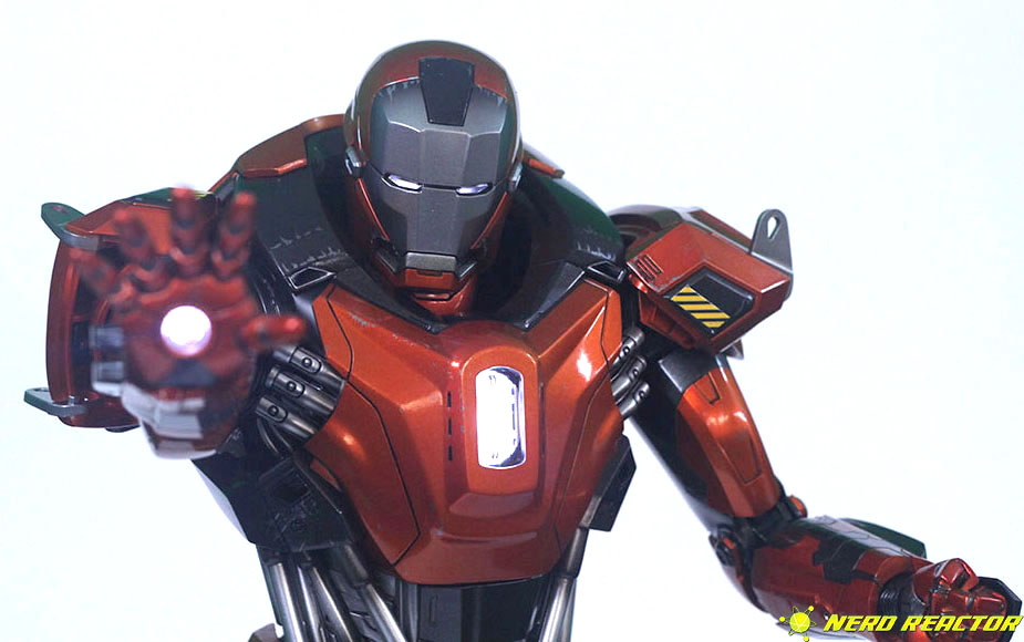 Hot Toys Sideshow Iron Man Peacemaker - 20