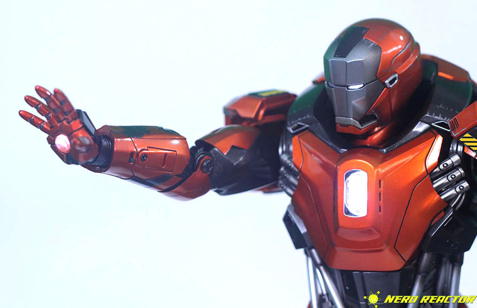 Hot Toys Sideshow Iron Man Peacemaker - 21