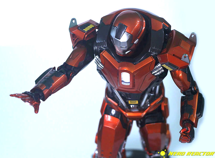 Hot Toys Sideshow Iron Man Peacemaker - 24