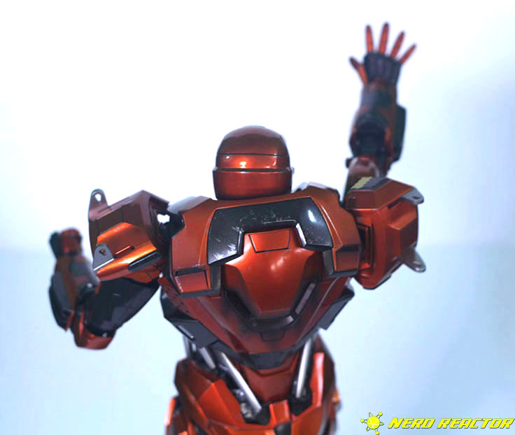 Hot Toys Sideshow Iron Man Peacemaker - 25