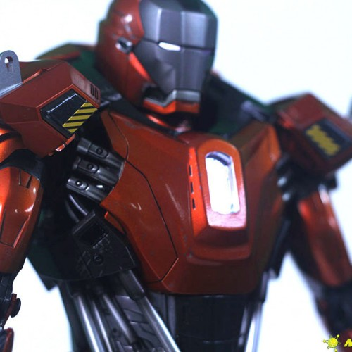 Review: Sideshow Collectibles Exclusive Hot Toys Iron Man 3 Mark 36: Peacemaker Figure