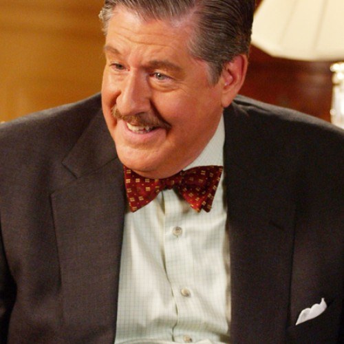 RIP 'Lost Boys' and 'Gilmore Girls' star Edward Herrmann
