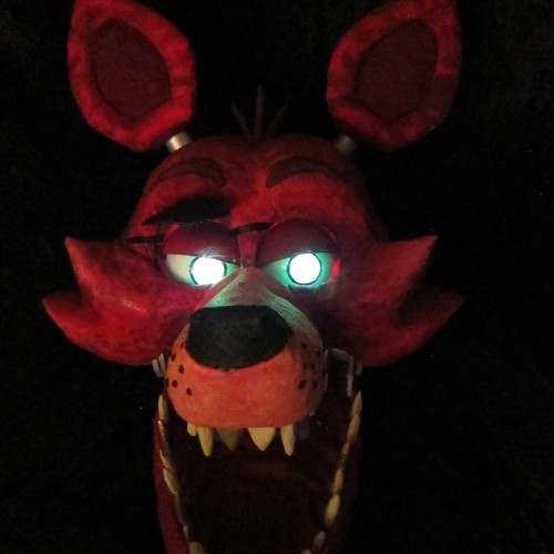 Incredibly terrifying Five Nights at Freddy's Foxy The Pirate cosplay