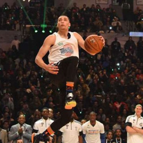 Zach LaVine captivates NBA crowd with Space Jam tribute dunk