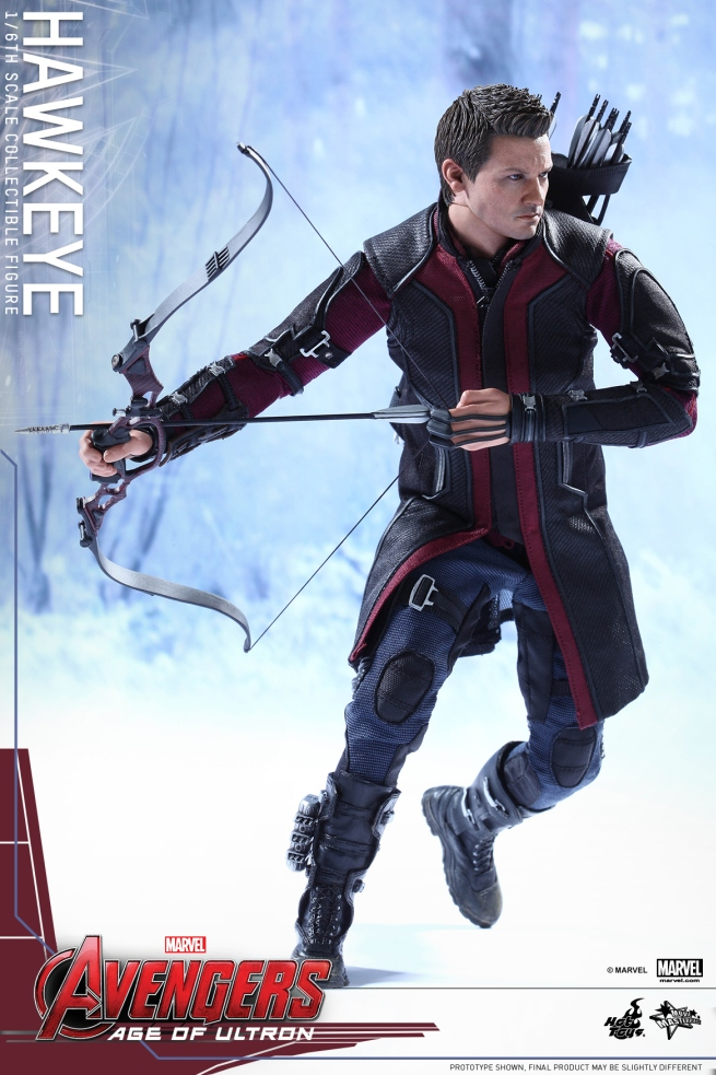 Jeremy Renner makes an amazing Hawkeye Hot Toys figure ...