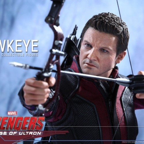 Jeremy Renner makes an amazing Hawkeye Hot Toys figure