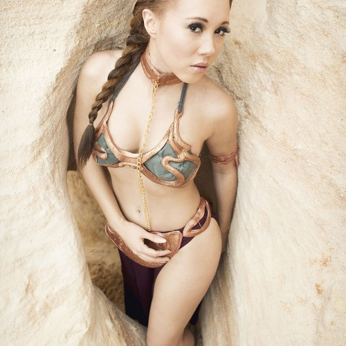 Model Gina cosplays Star Wars' Princess Leia