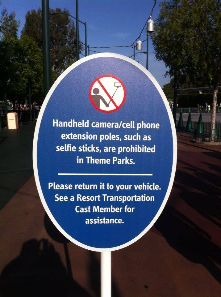 disney ban selfie sticks from their parks nerd reactor. Black Bedroom Furniture Sets. Home Design Ideas