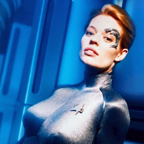 Jeri Ryan heads to Arrow Season 4