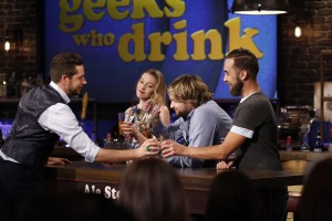 """GEEKS WHO DRINK -- """"Jonathan Sadowski VS. Lenny Jacobson"""" Episode 111 -- Pictured: (l-r) Zachary Levi, Briana Roecks, Lenny Jacobson, Timmy Red -- (Photo by: Carol Kaelson/Syfy)"""