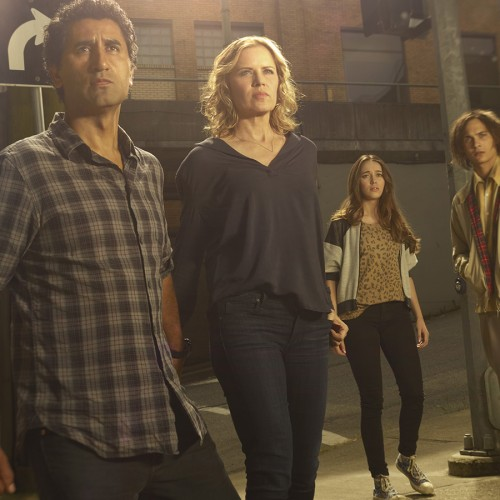 Fear The Walking Dead pilot recap and review: A family drama with zombies