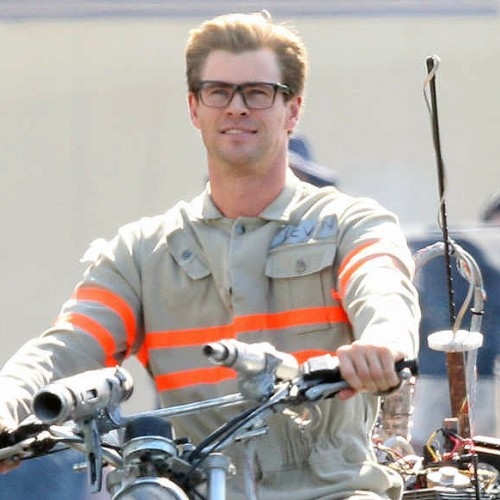 First look at Chris Hemsworth in costume on the set of Ghostbusters