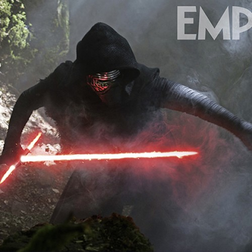 Kylo Ren strikes a pose with 'crossguard' lightsaber in new Star Wars: The Force Awakens photo