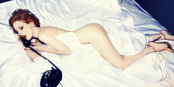 Jessica_Chastain-in-bed-660x330