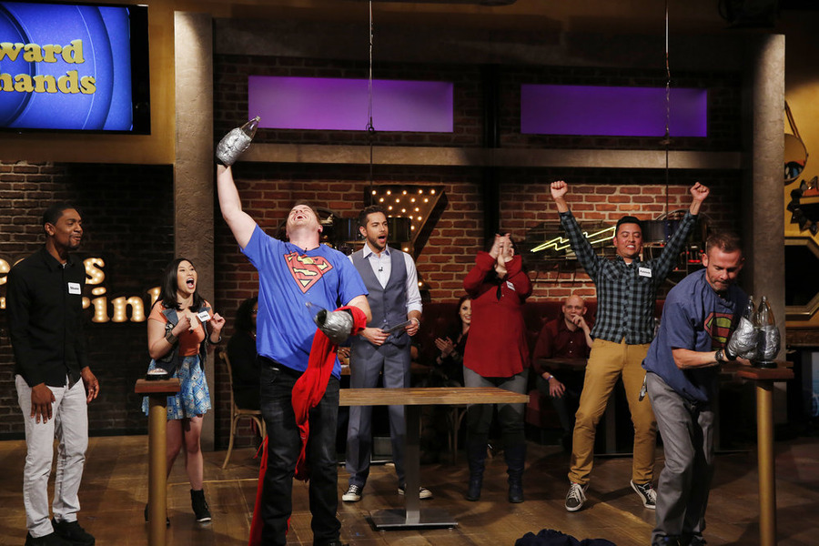 "GEEKS WHO DRINK -- ""Rob Kazinsky VS. Dominic Monaghan"" Episode 104 -- Pictured: (l-r) Shane Clarke, Erika Ishii, Rob Kazinsky, Zachary Levi, Patrick Dwyer, Dominic Monaghan -- (Photo by: Carol Kaelson/Syfy)"