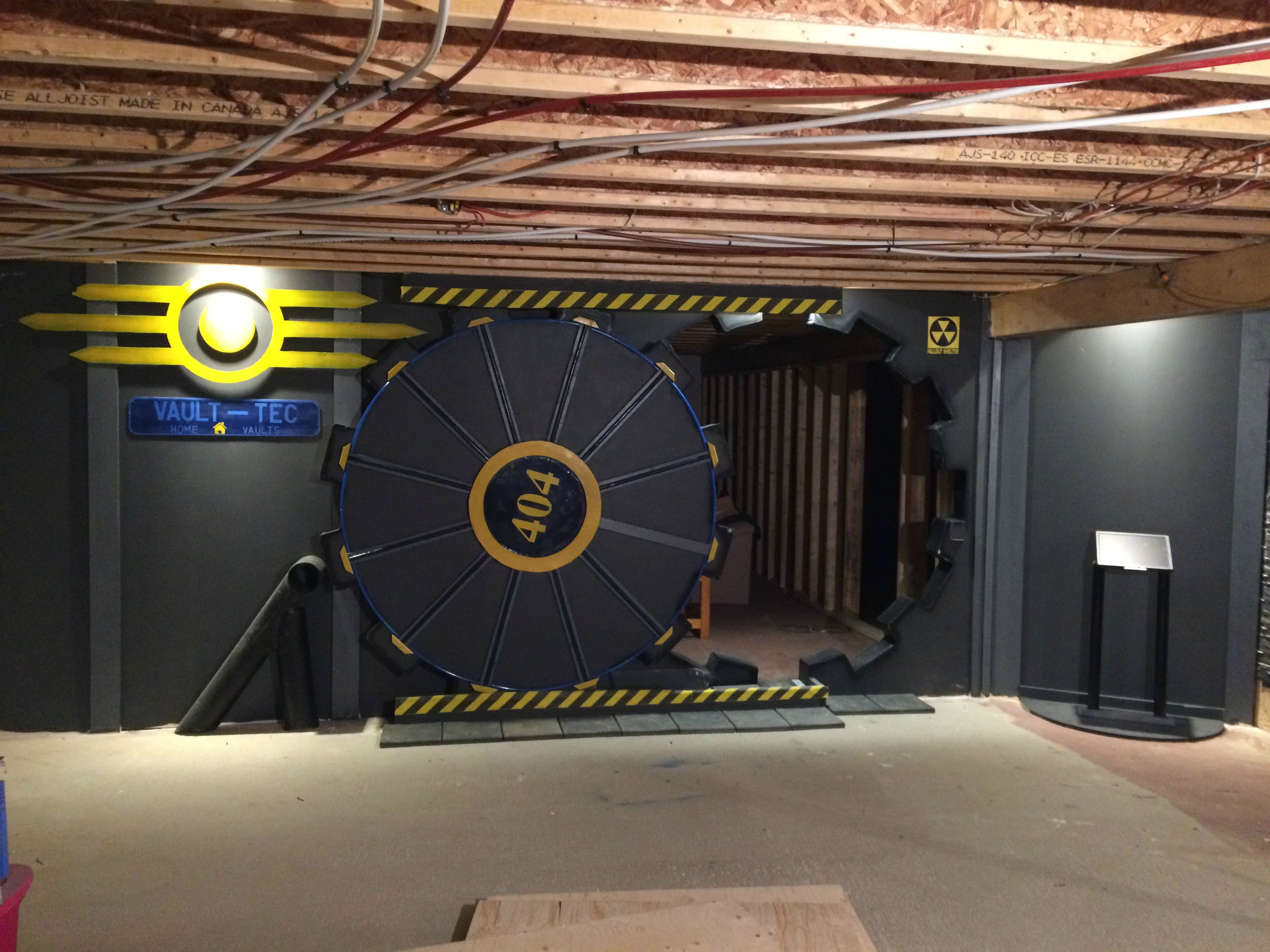 Fan builds real life fallout vault door for gaming room for Fallout 4 decorations