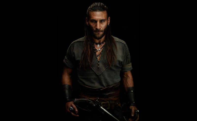 Captain-Charles-Vane-(Zach-McGowan)