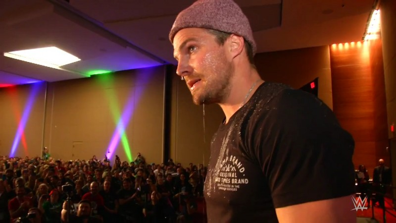stardust-stephen-amell-confrontation-at-dallas-comic-con-mp4_000481981