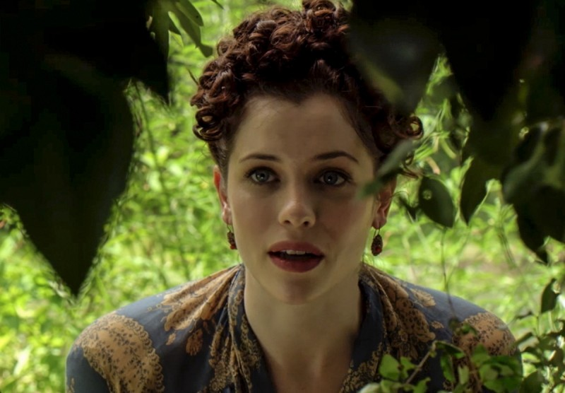 Elizabeth-Hawkes-Jessica-de-Gouw-comes-across-someone-hiding-in-the-woods